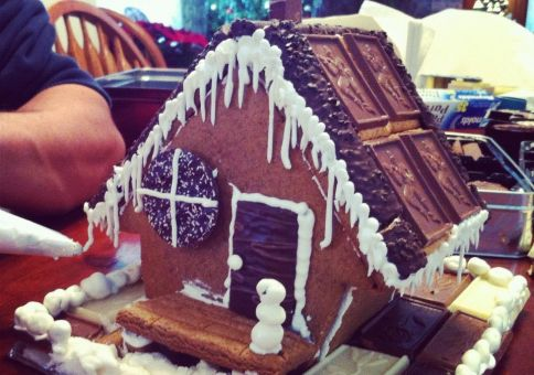 324) Make a gingerbread house